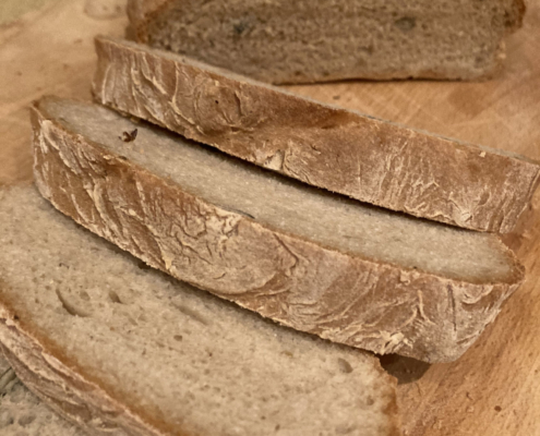 Anita`s Brot No 1 fertig gebacken und aufgeschnitten
